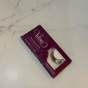 Velour lashes in box
